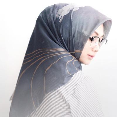 Dijamin Anti Norak dan Makin Stylish, Begini Cara Memakai Kacamata untuk Hijabers