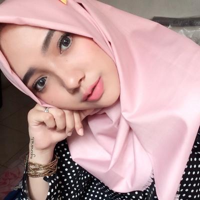 Ternyata Pria Lebih Suka Lihat Wanita Pakai Hijab Warna Ini Lho Ladies