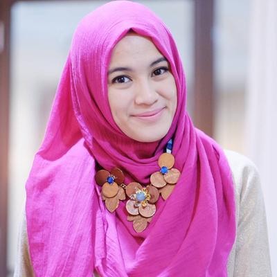 Hijab Warna Pink dan Merah