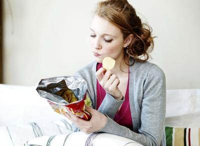 Jangan Sering Makan Camilan Ini Ya Ladies Biar Terhindar dari Kanker Payudara!