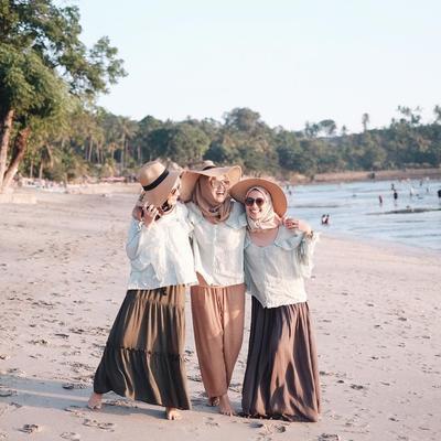 Gaya Style Hijab Ke Pantai