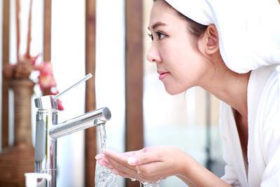 Jangan Panik Ladies, Atasi Jerawat Dengan 4 Rekomendasi Sabun Cuci Muka Ini