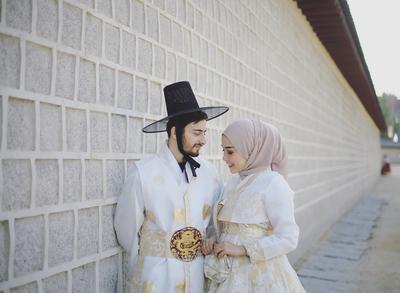 Yuk, Tampil Dengan Style Foto Prewedding Hijab yang Nggak Pasaran! Intip di Sini!