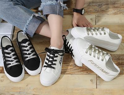 Sepatu Sneakers Ternyata Bisa Kamu Mix and Match Dengan Berbagai Jenis Celana, Lho!