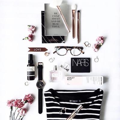 Trik Mengambil Foto Flat Lay yang Cantik untuk Feed Instagram yang Lebih Keren