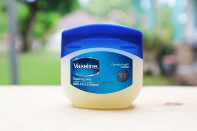 Punya Keluhan Seputar Jerawat? Pakai Vaseline Repairing Jelly Untuk Menyembuhkannya!
