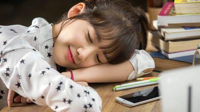 Waduh, tidur terlalu malam ternyata bisa bikin gemuk!