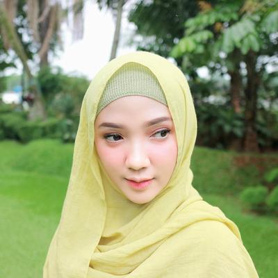 Bikin Wajah Bulat Jadi Tirus Dengan Gaya Hijab ala Ayu Indriati Ini