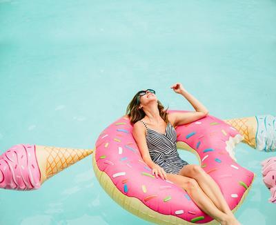 Ini 5 Gaya Pose Paling Hits Saat Liburan Ke Pantai ala Instagrammer yang Wajib Kamu Coba