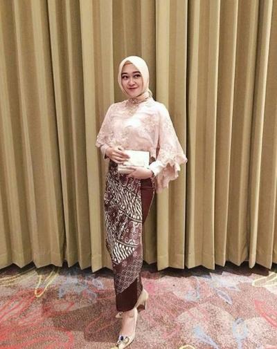 Atasan Hijab Lengan Terompet