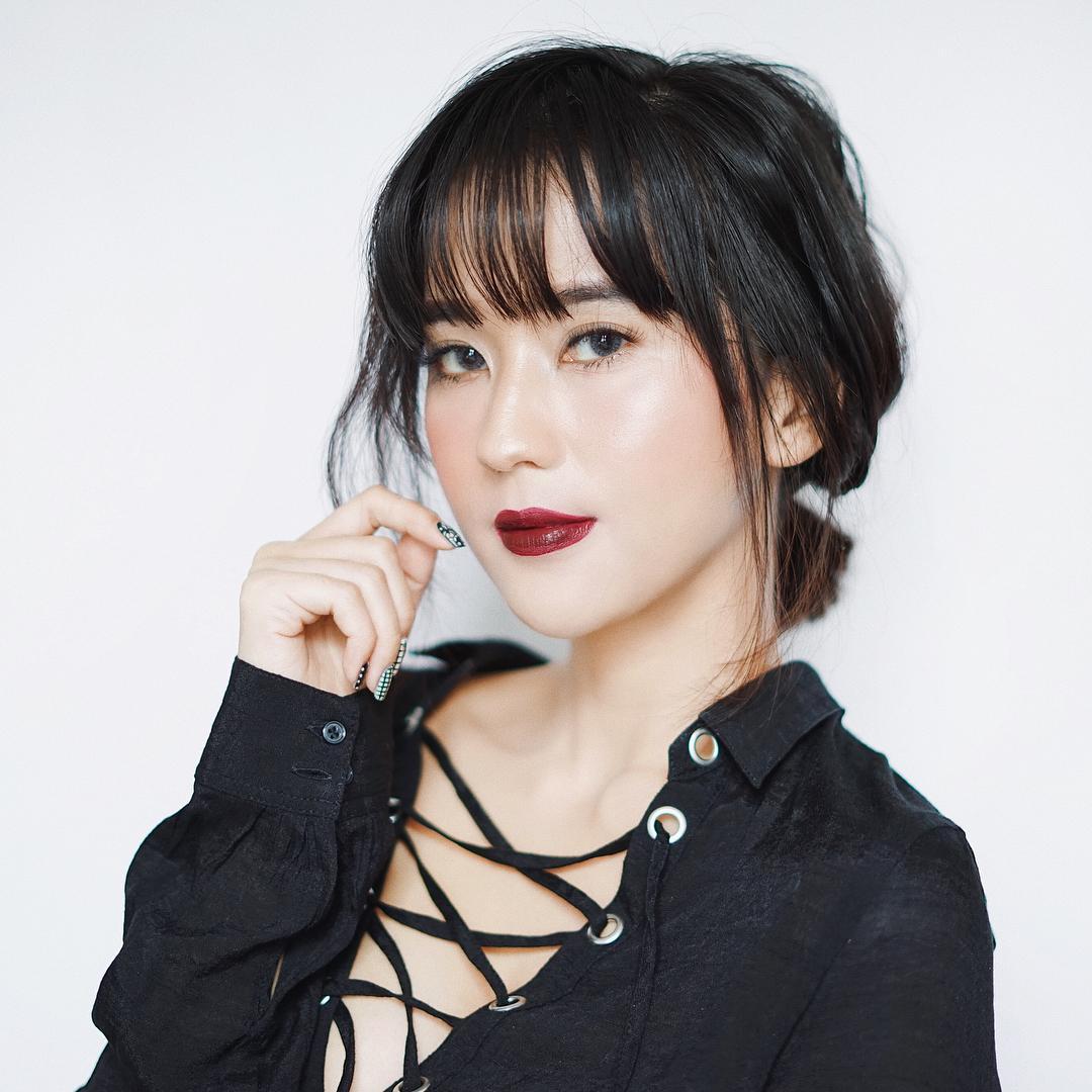 Gaya Rambut Artis Korea Ini Bikin Kamu Ingin Potong Poni ...