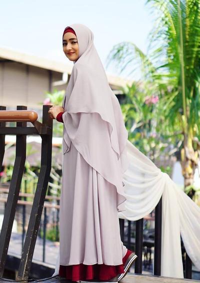 Tidak Selalu Flat Shoes Ini Dia Padu Padan Hijab Syar I Dengan
