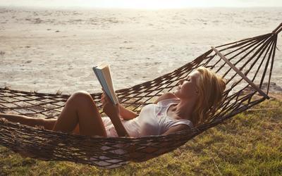 Siap-Siap! 4 Novel Romantis Terbaik Ini Bakal Bikin Kamu Baper!