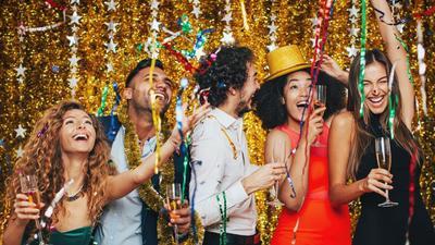 Malam Tahun Baru Tak Harus Nongkrong, Ini Cara Seru Habiskan Malam Tahun Baru di Rumah!