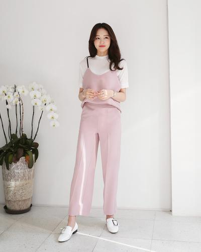 Chic and Sweet! Intip Mix and Match Celana Warna Peach Ini, yuk
