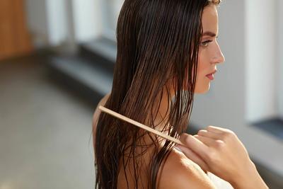 Menyisir Rambut Berkali-kali Bisa Bikin Rambut Lebih Berkilau? Mitos atau Fakta?