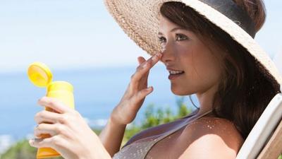 5 Sunscreen Ini Cocok dan Terjangkau Banget Untuk Kulit Berjerawat!