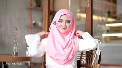 Teknik Hijab Layer Ini Bisa Bikin Wajah Chubby Kamu Lebih Tirus Lho!