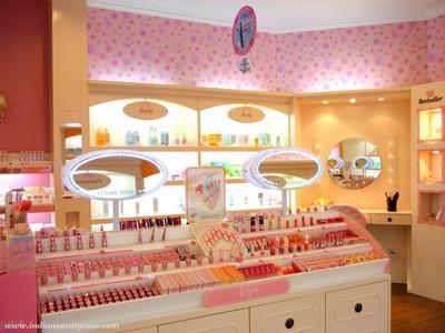 Ladies mau nanya, kenapa ya harga makeup Korea di counter resmi lebih mahal dibanding di online shop??