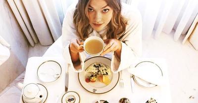 Apa sarapan yang sehat, mengenyangkan, dan gak bikin ngantuk ya ladies? Help me...