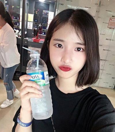 Ladies, masa iya sih keseringan minum air dingin bisa bikin tubuh gemuk??
