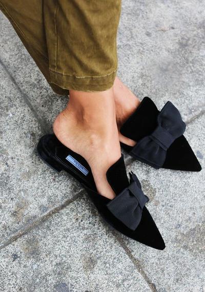 Wanita Wajib Punya, 5 Model Sepatu Flat yang Bakal Bikin Penampilan Makin Stylish!