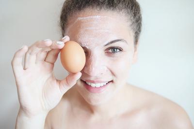Ingin Miliki Wajah Putih Berseri? Begini Cara Menggunakan Masker Putih Telur Agar Maksimal