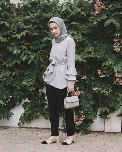 Bakalan Makin Jadi Tren di Tahun 2018, Fashion Tunik Hijab Ini Harus Kamu Coba!