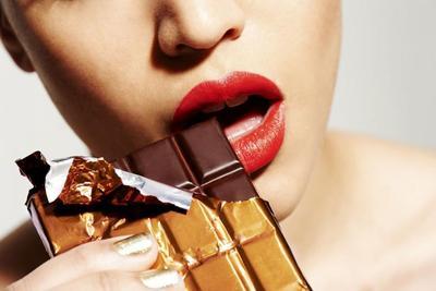 Makan cokelat dan kacang bikin jerawatan?