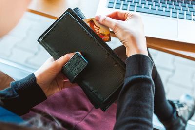 Ladies Yuk Bijak! Hanya Ini Keperluan yang Boleh Kamu Bayar Dengan Kartu Kredit!