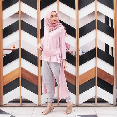 Begini Nih Cara Memadukan Hijab dengan Sepatu Warna Pastel Untuk Look yang Sweet dan Girly