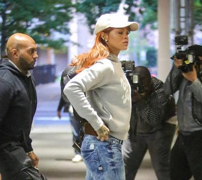 Cari Inspirasi untuk Tampil Kasual yang Stylish Ala Selebriti Dunia, Rihanna
