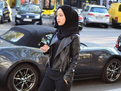 Hijabers! Yuk bikin tubuhmu terlihat tinggi dan langsing dengan atasan hijab berikut ini!