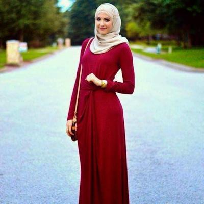 Tips Tampil Percaya Diri dengan Warna Merah untuk Pilihan Outfit Kondangan Kamu
