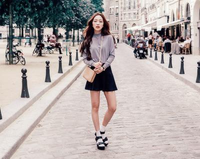 Ladies, Look dengan Kaus Kaki Ini Bisa Kamu Coba Untuk Tampil Lebih Stylish ala Cewek Korea, Lho!