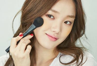 Tak Perlu Berlebihan, Makeup Natural Ini Lebih Pas Untuk Dipakai Sehari-hari!