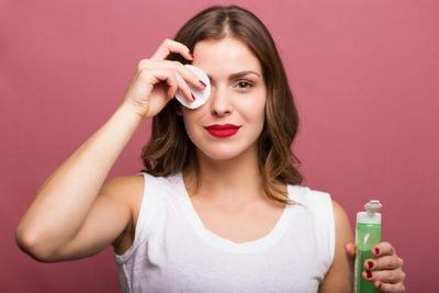 Biar Enggak Jadi Jerawat, Perhatikan Cara Memakai Minyak Zaitun untuk Menghapus Make Up Ini