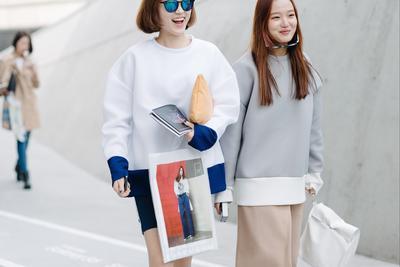 Pecinta Street Style Korea, Yuk Tampil Stylish Dengan Oversized Sweater Ala Korea!