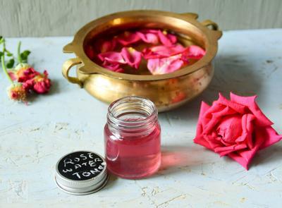 Suka Pakai Rose Water? Perhatikan Juga Cara Tepat Menggunakannya!