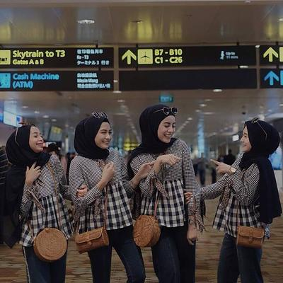 Wah, Ini Dia Tips Dan Inspirasi Gaya Fashion Hijab Kompak Dengan Sahabat ala Selebgram Hits!
