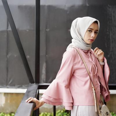Wah, Ini Dia Model Atasan Blouse Hijab Yang Masih Populer di Awal Tahun 2018 Ini!