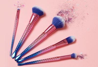 Tidak Butuh Banyak Brush, Ini 5 Makeup Tools yang Wajib Dimiliki Pemula!
