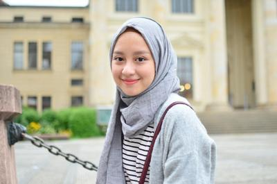 Ups, Tutupi Wajah Bulat Kamu dengan Trik Hijab Ini Aja Ladies!