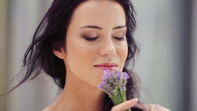 Stres dan Bad Mood Berkepanjangan? Manfaatkan 9 Aromaterapi Ini Saja Ladies!