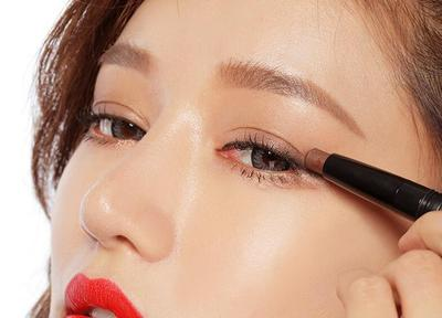 Deretan 4 Stick Eyeshadow Paling Recommended yang Pigmented dan Wajib Kamu Miliki!