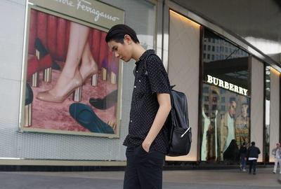 Anast Lie, Model Wanita Androgini Indonesia yang Gantengnya Bisa Bikin Pria Minder
