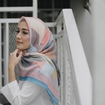 4 Bahan Hijab yang Mudah Diatur Ini Cocok untuk Daily Wear Hijab Kamu!