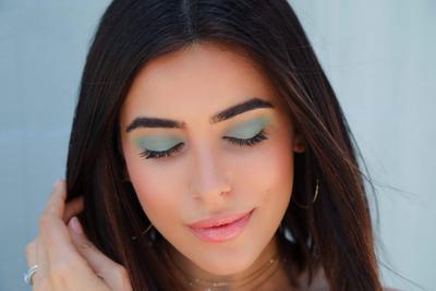 Tips Menggunakan Eyeshadow Hijau Ini, Dijamin Bikin Riasan Kamu Terlihat Tidak Mencolok Lho!