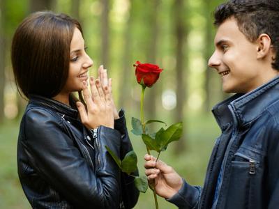 Gebetan Kasih Bunga Tapi Kok Gak Nembak? Jangan Geer Dulu, Mungkin Ini Alasannya