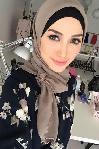 Ssst! Jangan Salah, Ini Dia Tips Pakai Hijab Untuk Bentuk Wajah Lonjong Yang Tepat